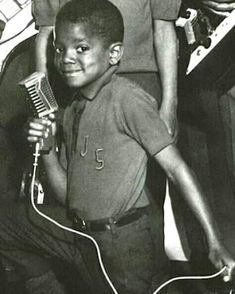 Little Michael. Michael Jackson - Cuteness in black and white ღ by ⊰ Photos Of Michael Jackson, Michael Jackson Bad Era, Jackson Family, Janet Jackson, The Jacksons, First Novel, Childrens Hospital, Celebs, Celebrities