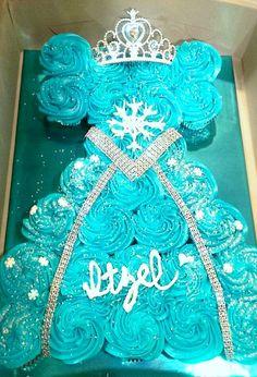 Frozen queen elsa cupcake dress, when sarah has a little girl Frozen Cupcake Cake, Pull Apart Cupcake Cake, Pull Apart Cake, Cupcake Cakes, Shoe Cakes, Frozen Sheet Cake, Frozen Theme Cupcakes, Frozen Birthday Cake, Frozen Party