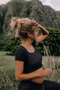 My 8 Maternity Must-Haves - Barefoot Blonde by Amber Fillerup Clark Third Pregnancy, Pregnancy Signs, Pregnancy Looks, Pregnancy Outfits, Pregnancy Photos, Pregnancy Info, Stylish Maternity, Maternity Fashion, Clarks