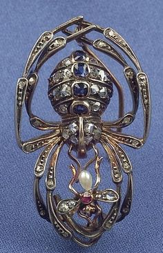 SPIDER caught a fly // creative design. #jewelry