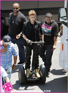 "Justin Bieber Films ""As Long As You Love Me"" Music Video"