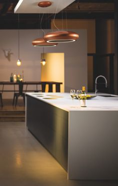 This sleek new design is the Ceramica by Caple and is the only cooker hood in the UK to have a ceramic, handmade body. The filter is stainless steel and the hood is finished in a soft copper – the material of the moment. Kitchen Extractor, Extractor Hood, Contemporary Kitchen Design, Interior Design Kitchen, Kitchens And Bedrooms, Home Kitchens, Kitchen Hoods, Kitchen Appliances, Island Cooker Hoods
