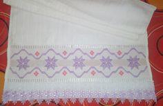 Marca: Dohler 85% algodão  Medida: 50 x 80cm  Cor: Branca  Bordado usado: ponto reto, ponto crivo e ponto ilhós  Acabamento: Guipir