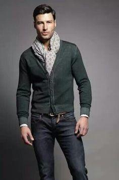 Un foulard al outfit.