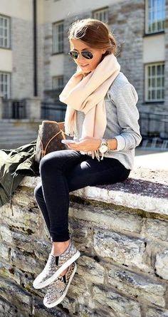 En gustos se rompen géneros, pero hay productos estrella que a casi todas las mujeres encantan, ya sea por su utilidad, practicidad o belleza. A continuación, los básicos de moda que toda mamá, sin importar su edad, debe tener. #Fashion #Tips #Consejos #M
