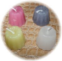 Mini cannelé De nombreux coloris disponibles. Dimensions: 3,2 cm de diamètre et  2,7 cm de haut  disponible sur le site :  www.bougies-lumieres-d-antan.fr
