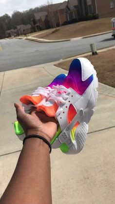5bb4ede354a4 Hawaiian Breeze Custom Nike Huaraches  Sneakers Chaussures Adidas