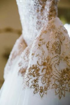 In love with the gold details ! Check out this amazing gown http://www.stylemepretty.com/georgia-weddings/savannah/2014/05/01/antique-elegance-meets-southern-charm-in-savannah/