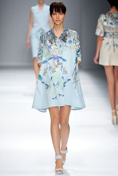 Cacharel Spring 2013 Ready-to-Wear Fashion Show - Agnes Nabuurs