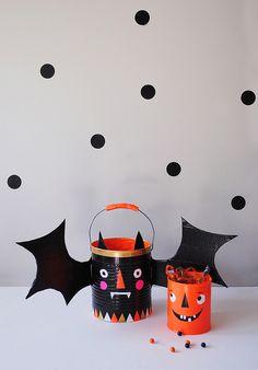 DIY Halloween trick or treat buckets Diy Halloween, Halloween Crafts For Kids, Spooky Halloween, Holidays Halloween, Fall Crafts, Holiday Crafts, Holiday Fun, Happy Halloween, Halloween Decorations