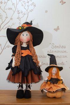 Halloween Deco Mesh, Happy Halloween, Halloween Costumes, Bricolage Halloween, Adornos Halloween, Witch Dolls, Primitive Doll Patterns, Clay Design, Fairy Dolls