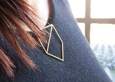 LessIs 3D-printed jewellery by Maria Jennifer Carew clips onto garments