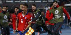 Selebrasi gol dari Vargas membawa Cile ke Final Copa America (foto: Reuters)
