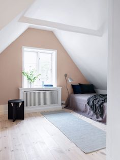 Calm and feminine look in this small bedroom. The light pink colour on the wall is delicate and sets the mild tone for the room. Teenage Room, Furniture Assembly, Contemporary Interior Design, Baby Bedroom, House Colors, Toddler Bed, Modern, Home Decor, Delicate