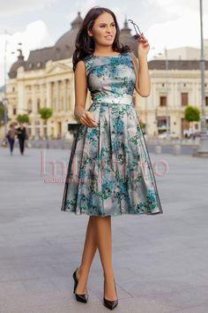 Rochie de ocazie cu imprimeu floral si tul negru