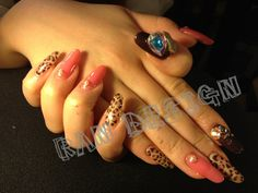 I am absolutely drooling over this pink and leopard manicure with CRAZY accent nails.