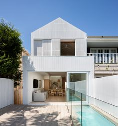 James Garvan Architecture has added gabled screens to the facade of North Bondi House, which is meant to mimic the form of a neighbouring property. Architecture Renovation, Architecture Design, Home Architecture Styles, Network Architecture, Library Architecture, Architecture Sketchbook, Pavilion Architecture, Australian Architecture, Chinese Architecture