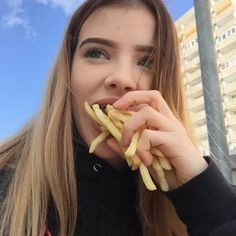 - So Funny Epic Fails Pictures Aesthetic Photo, Aesthetic Girl, Aesthetic Pictures, Pretty People, Beautiful People, Selfie Poses, Selfies, Insta Photo Ideas, Tumblr Girls
