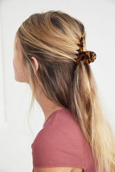 hair styles Jane Enamel Claw Clip Sign InWomen's Accessories Hair Accessories Jane Enamel Claw Clip - Moyiki Sites Clip Hairstyles, Wedding Hairstyles, Long Hair Hairstyles, Cute Headband Hairstyles, Grunge Hairstyles, Pretty Hairstyles, Hair Inspo, Hair Inspiration, Claw Hair Clips