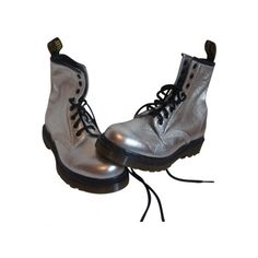 Chaussure dr martens DR. MARTENS Silver (€75) ❤ liked on Polyvore featuring shoes, boots, ankle booties, footwear, shoes - boots, dr. martens, silver boots, dr martens boots and silver booties