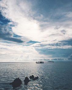 Kalo serius jangan lucu-lucu kalo lucu jangan serius-serius. #vsco #sea #skyporn #travel #blue