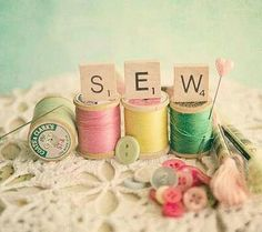 Pretty :) I would love this hanging on a wall in my sewing room ♥
