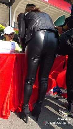 Cracking all black Leather Outfit - Spanx Leather Leggings, Pvc Leggings, Wet Look Leggings, Shiny Leggings, Leather Pants, Black Leather, Leder Outfits, Leather Dresses, Sexy Jeans