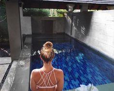 """""""Pool party"""" privada con el sujetador sin costuras Dash - link en la bio #FeelGoodFeb ( @rebeccabfitness)"""
