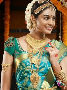 5 Evergreen Blouse designs for Saree look. I bet you would thank me in the end for the lovely information of blouse designs for your sari Pattu Saree Blouse Designs, Blouse Designs Silk, Bridal Blouse Designs, Indian Bridal Makeup, Indian Bridal Wear, Sari Bluse, Moda Indiana, Bollywood, Look Plus
