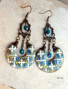 In the year 1560, construction began on the Loios Convent in Santa Maria da Feira. These tiles line the inner Atrium. Lovely gold and blue!  These earrings measure approximately 7cm, not including the ear wire. They are lightweight!     Please note that some of our items will come with a tag statin