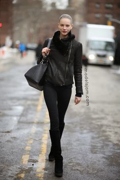#IevaLaguna rocking a blackout #offduty in NYC.