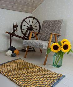 Neulo matto ontelokuteesta – katso helppo ohje! – Kotiliesi.fi Wishbone Chair, Outdoor Furniture, Outdoor Decor, Fiber Art, Kids Rugs, Instagram Posts, Crafts, Korit, Knitting Ideas