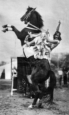#Circus equestrienne #vintage #photo