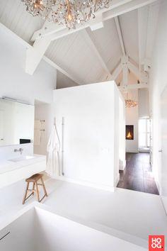 Luxe ligbad in badkamer design | badkamer ideeën | design badkamers | bathroom decor | Hoog.design