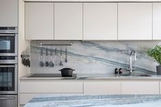Photo Credit: Anna Stathaki #sidereturnglazing #quartziteworktop #marbleisland #walllight #fwallscounce #mapart #bornandbredstudio #kitchenideas #extension #sidereturnextension #theavesqueenspark #queenspark #theavenues #queensparkconservationarea