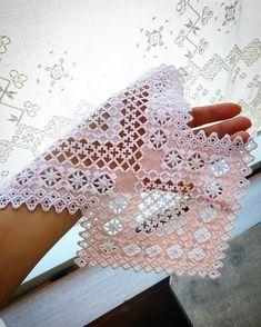 Cat Cross Stitches, Hardanger Embroidery, Hello Kitty Wallpaper, Crochet Borders, Bead Loom Patterns, Bargello, Christmas Cross, Loom Beading, Perler Beads