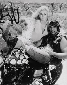 Ann-Margret and Joe Namath in C. and Company 1970 Ann Margret Photos, Retro Motorcycle, Motorcycle Couple, Motorcycle Rides, Chopper Motorcycle, Joe Namath, Old Bikes, Vintage Motorcycles, Custom Motorcycles