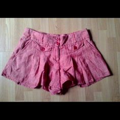 London Jean Pink Linen Shorts By Victoria's Secret.. Shorts are tailored with fine attention to detail. Please see front and back pics. The height of the shorts is 12.5 inches. Wide leg generous fit almost like a short skirt. 100% linen. EXCELLENT like new. B8 Victoria's Secret Shorts