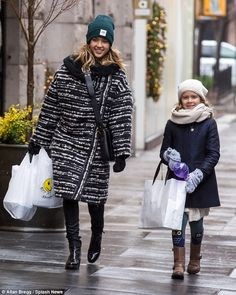Jessica Alba with her daughter Honor - In New York City.  (December 10, 2014)