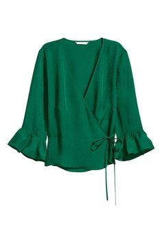 Shop our range of shirts & blouses for Women. You will always find the latest trends and styles at H&M. Shop online or in-store. Green Blouse, Blouse Patterns, Emerald Green, Shirt Blouses, Sleeve Styles, Looks Great, Bell Sleeve Top, Kimono, Tunic Tops
