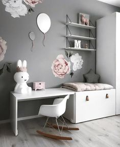 How pretty is this little girl's room by Stine S.moi 👈🏻 Shop Miffy lamp via the link in our bio 💕 .