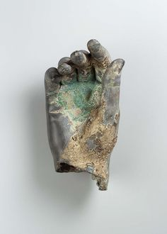 Bronze right hand, Greek or Roman, Hellenistic or Imperial period Steel Sculpture, Bronze Sculpture, Hand Kunst, Rome Art, Kunsthistorisches Museum, Show Of Hands, Ceramic Figures, Hand Art, Museum Of Fine Arts