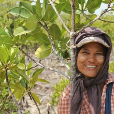 1 purchase = 1 tree planted in our Happi Forest! When you buy one pouch of Happi, you're helping us regenerate the planet by planting one mangrove tree. Doing good for your laundry and the environment. Eucalyptus Essential Oil, Orange Essential Oil, Plastic Waste, Trees To Plant, Planting, Laundry, Environment, Pouch, Earth
