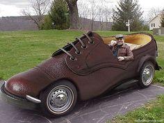 Coche raro disfrazado  Para saber más sobre los coches no olvides visitar marcasdecoches.org