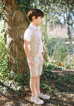 Notre ensemble en lin avec notre short Félix conviendra parfaitement pour votre garçon à un mariage sous le thème du vintage.