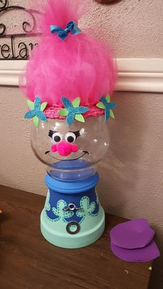 DIY Trolls Poppy faux gumball machine. Clay Pot Projects, Clay Pot Crafts, Jar Crafts, Bottle Crafts, Crafts To Make, Craft Projects, Crafts For Kids, Clay Flower Pots, Flower Pot Crafts