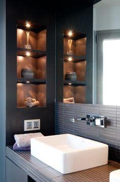 kleines-bad-wandnischen-regale-halogenleuchten - Rebel Without Applause Bad Inspiration, Bathroom Inspiration, Bathroom Ideas, Bathroom Storage, Bathroom Designs, Shower Storage, Bath Ideas, Bathroom Makeovers, Storage Room