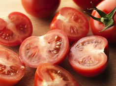Tomatoes (Carbs, Calories and Health Benefits)