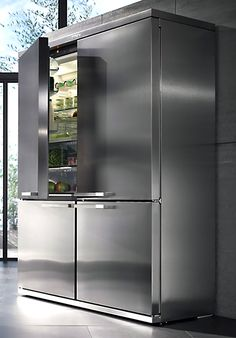Miele Grand Froid 4 door Fridge & Freezer This Meile Grand Froid Fridge and Freezer combo is amazing! I seem to be fascinated wi… Miele Grand Froid refrigerator and freezer The Grand Froid fridge freezer is incredible ! Kitchen And Bath, New Kitchen, Kitchen Decor, Miele Kitchen, Luxury Kitchens, Cool Kitchens, Big Fridge, Fridge And Freezer, 4 Door Refrigerator