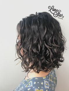 Check out this Deva's STUNNING curls! I'm so excited to implement my new curly knowledge! ➿✨ Check out this Deva's STUNNING curls! I'm so excited to implement my new curly knowledge! Curly Lob Haircut, Medium Curly Haircuts, Curly Bob Hairstyles, Drawing Hairstyles, Hairstyle Men, Bridal Hairstyles, Elegant Hairstyles, Indian Hairstyles, Formal Hairstyles